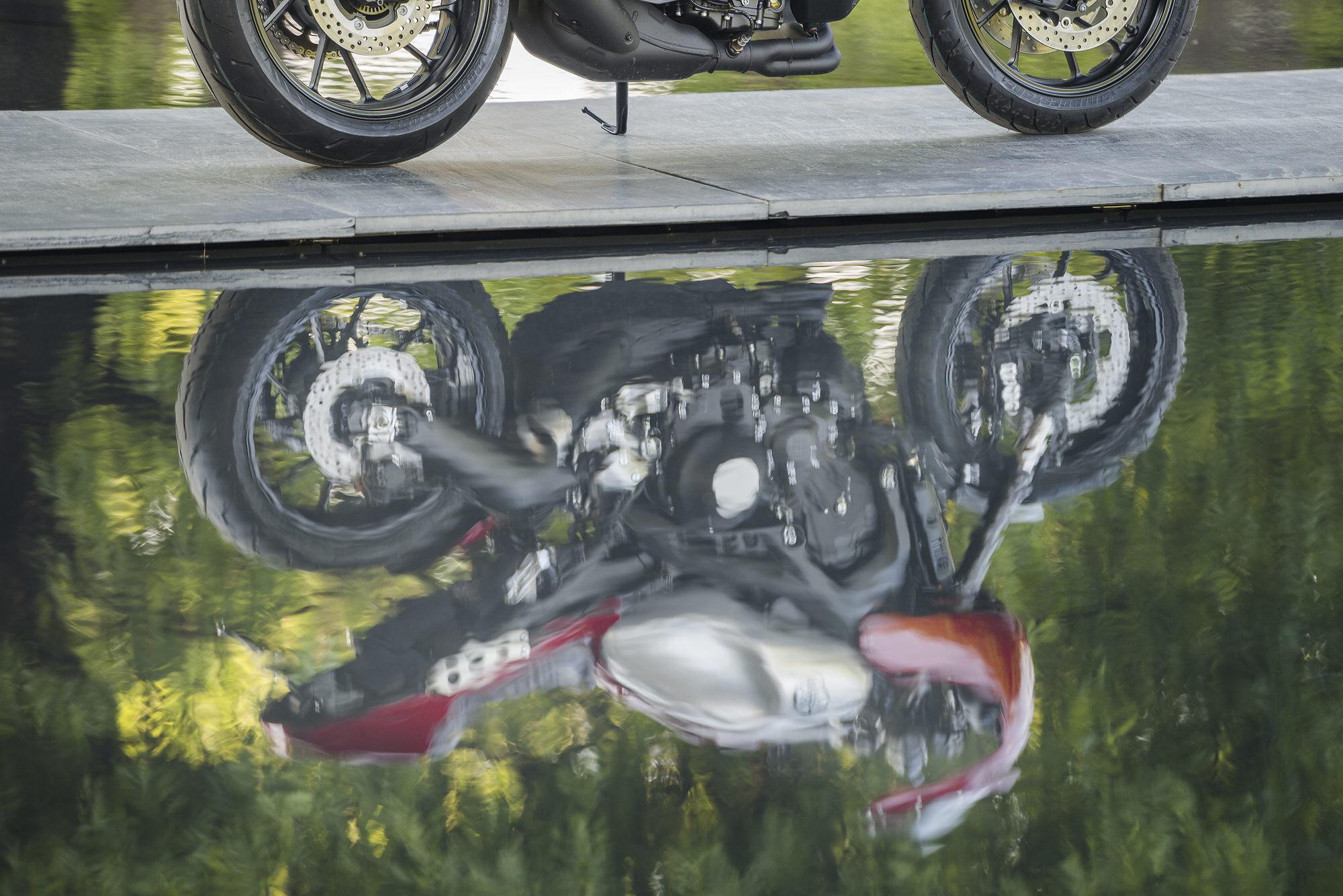 047 NEC YamahaXSR900 FRD5048